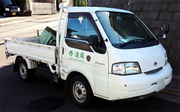 椿造園の車